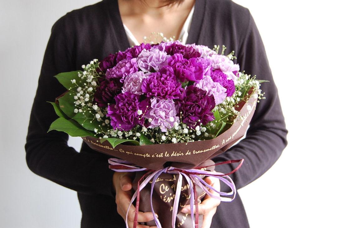 ムーンダストの花束Mサイズ(24本) 父の日仕様 花 プレゼント サントリー 紫のカーネーション